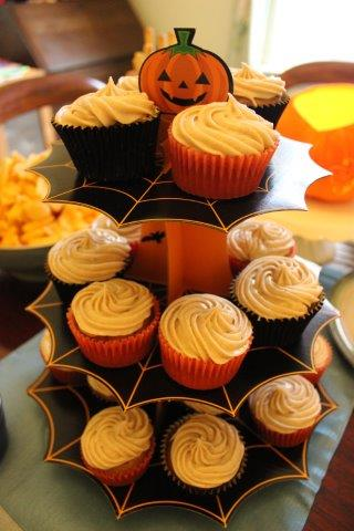 Spiced Pumpkin Cupcakes with Cinnamon Cream Cheese Icing #shop