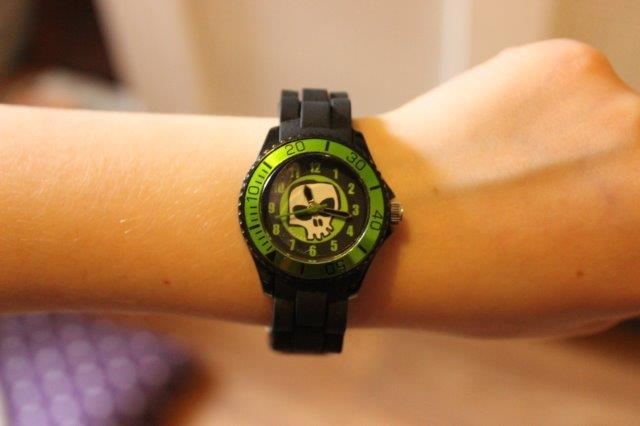 Tikkers black skull watch